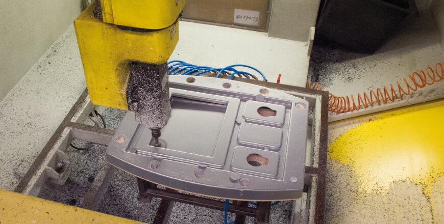 Maschinen mit NC-Steuerung für Hochpräzisionsverfahren